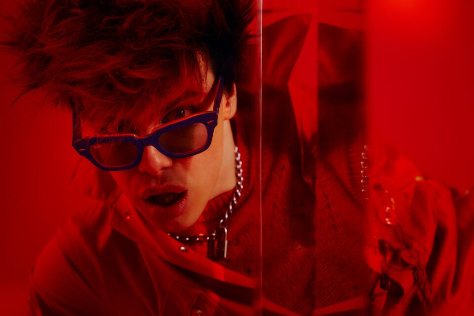 """Ray-Ban presenta """"The weird collection styled byYungblud. You're on."""""""